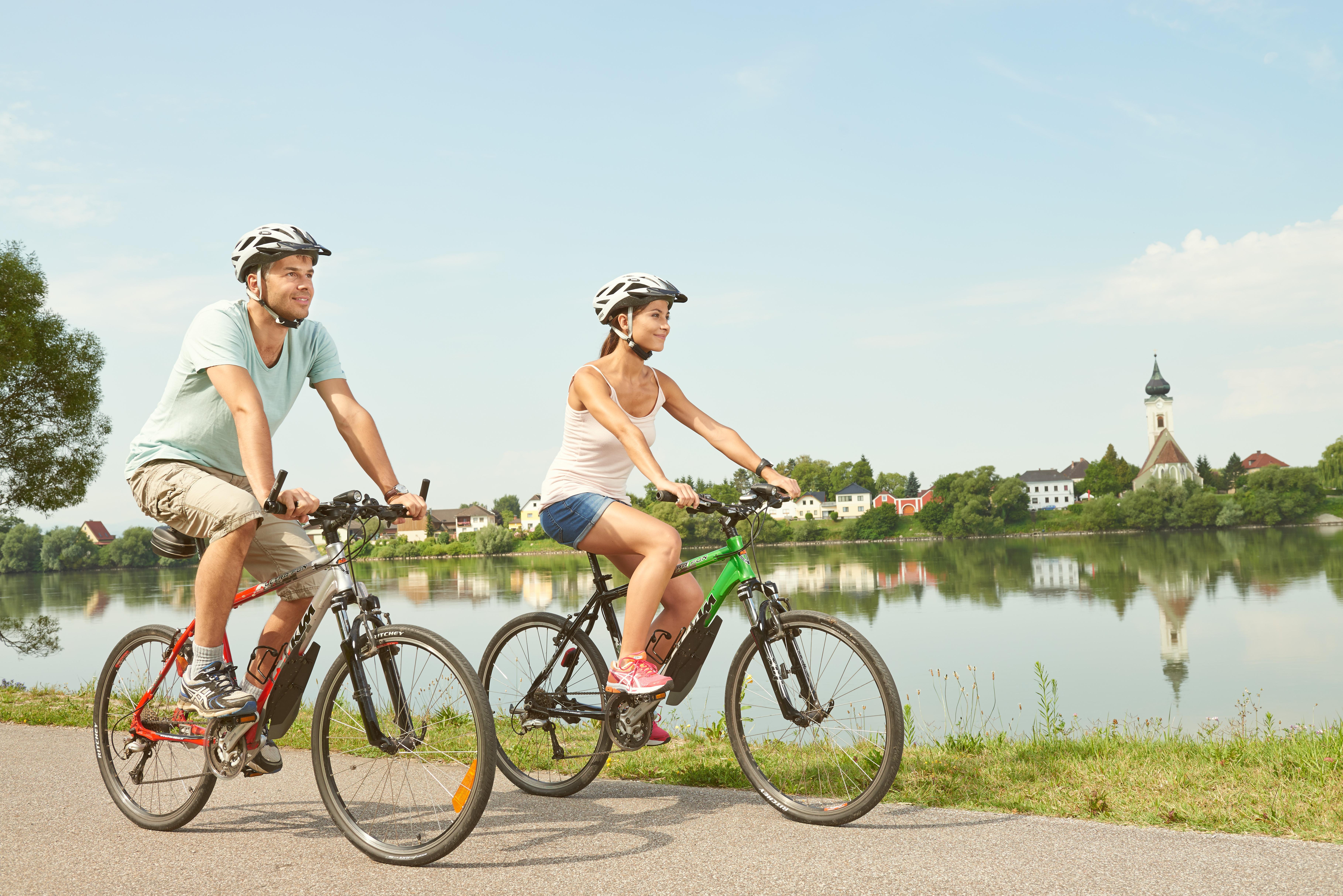 Radfahren am Donauradweg bei Persenbeug-Gottsdorf, Nibelungengau © Donau Niederösterreich / Klaus Engelmayer
